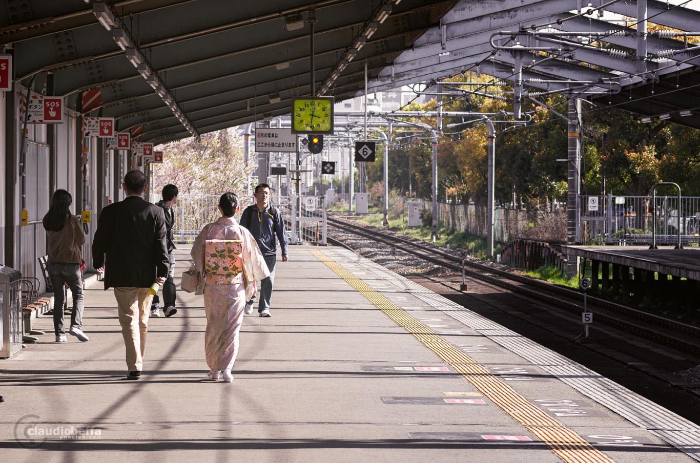 Japan Osaka Platform Kimono