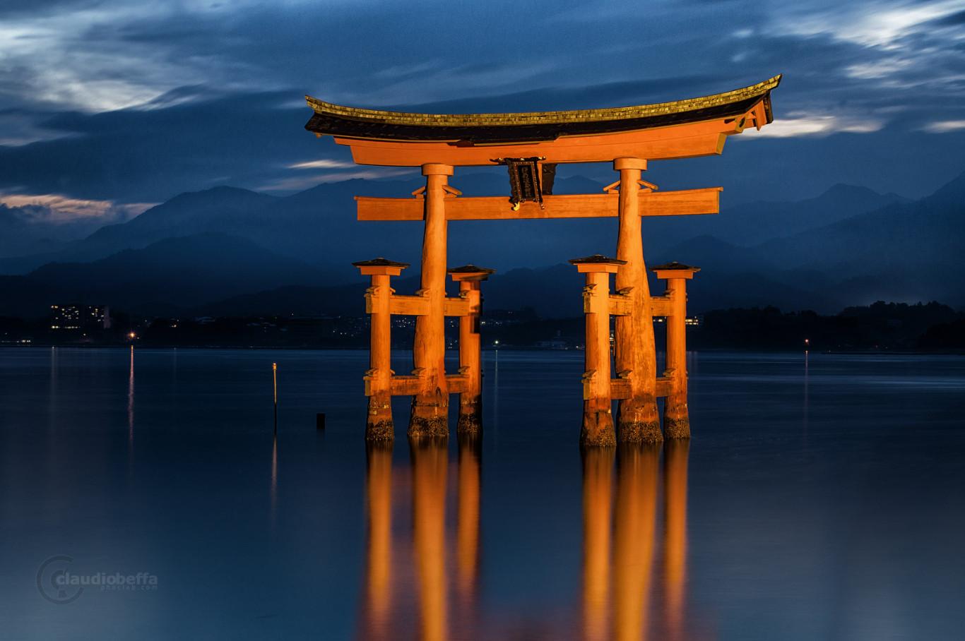 Torii Itsukushima Miyajma Seto Japan