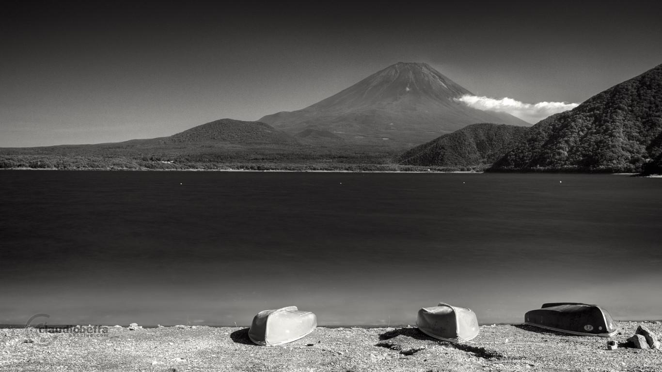 Motosuko Lake Boats Fuji Afternoon Cloud Japan