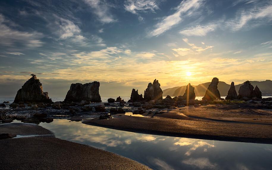 Hashigui Iwa, Hashigui rocks, seascape, landscape, sunrise, Japan, Kii peninsula, Kii Oshima, Wakayama, Kushimoto, autumn, fall, island, travel, photography, phoclab