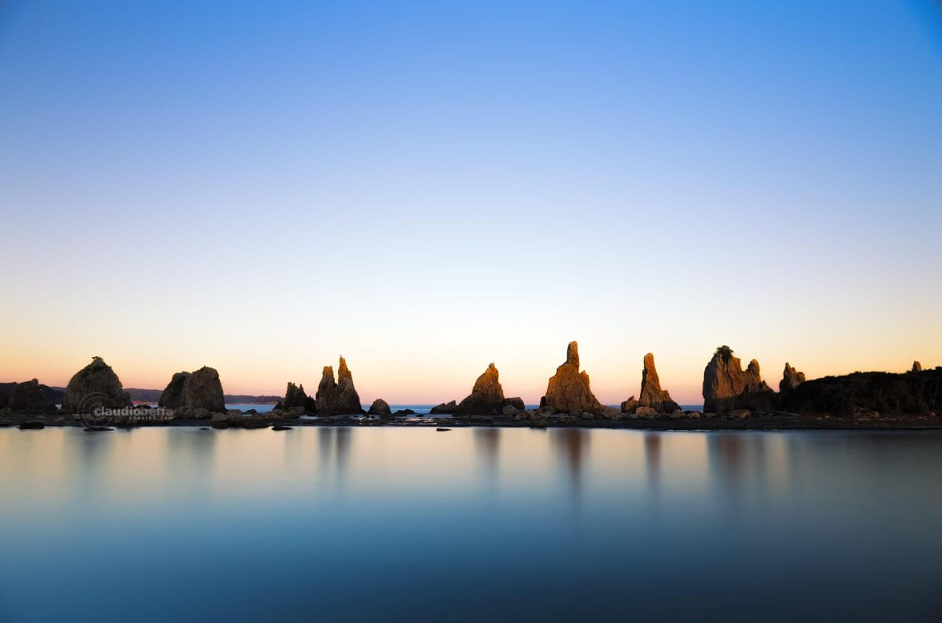 Hashigui Iwa, Hashigui rocks, seascape, landscape, twilight, sunset, ocean scales, Japan, Kii peninsula, Kii Oshima, Wakayama, Kushimoto, autumn, island, travel, photography, phoclab