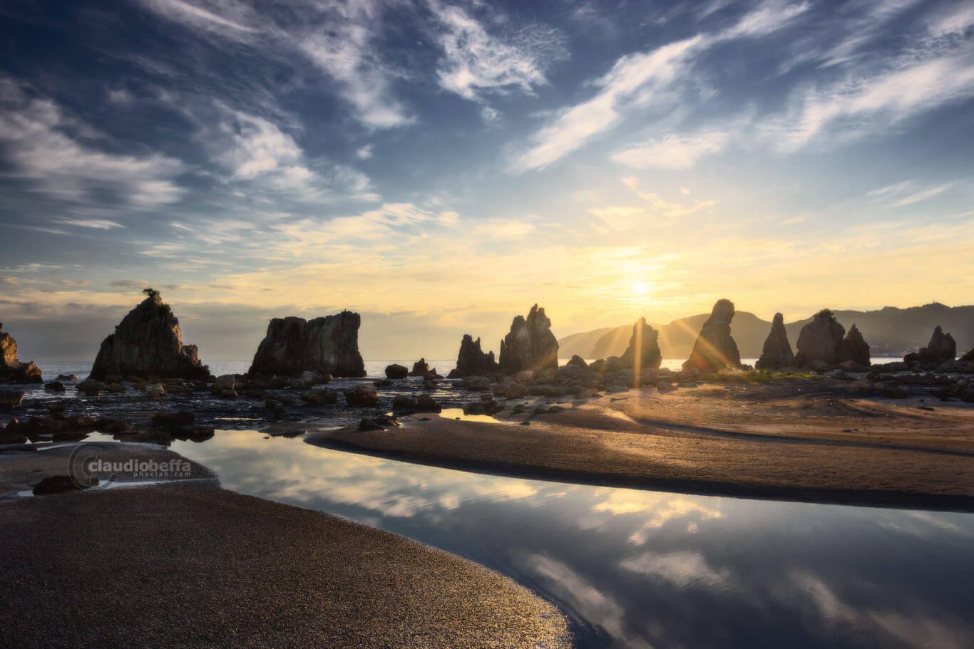 Hashigui Iwa, Hashigui rocks, seascape, landscape, sunrise, Rising up to the light, Japan, Kii peninsula, Kii Oshima, Wakayama, Kushimoto, autumn, fall, island, travel, photography, phoclab