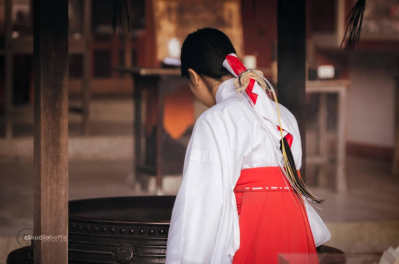 Miko, Miko of Nachi Taisha, Maiden, Priestess, Nachi Taisha, Shrine, Shinto, Culture, Tradition, Kii peninsula, Kumano, Japan
