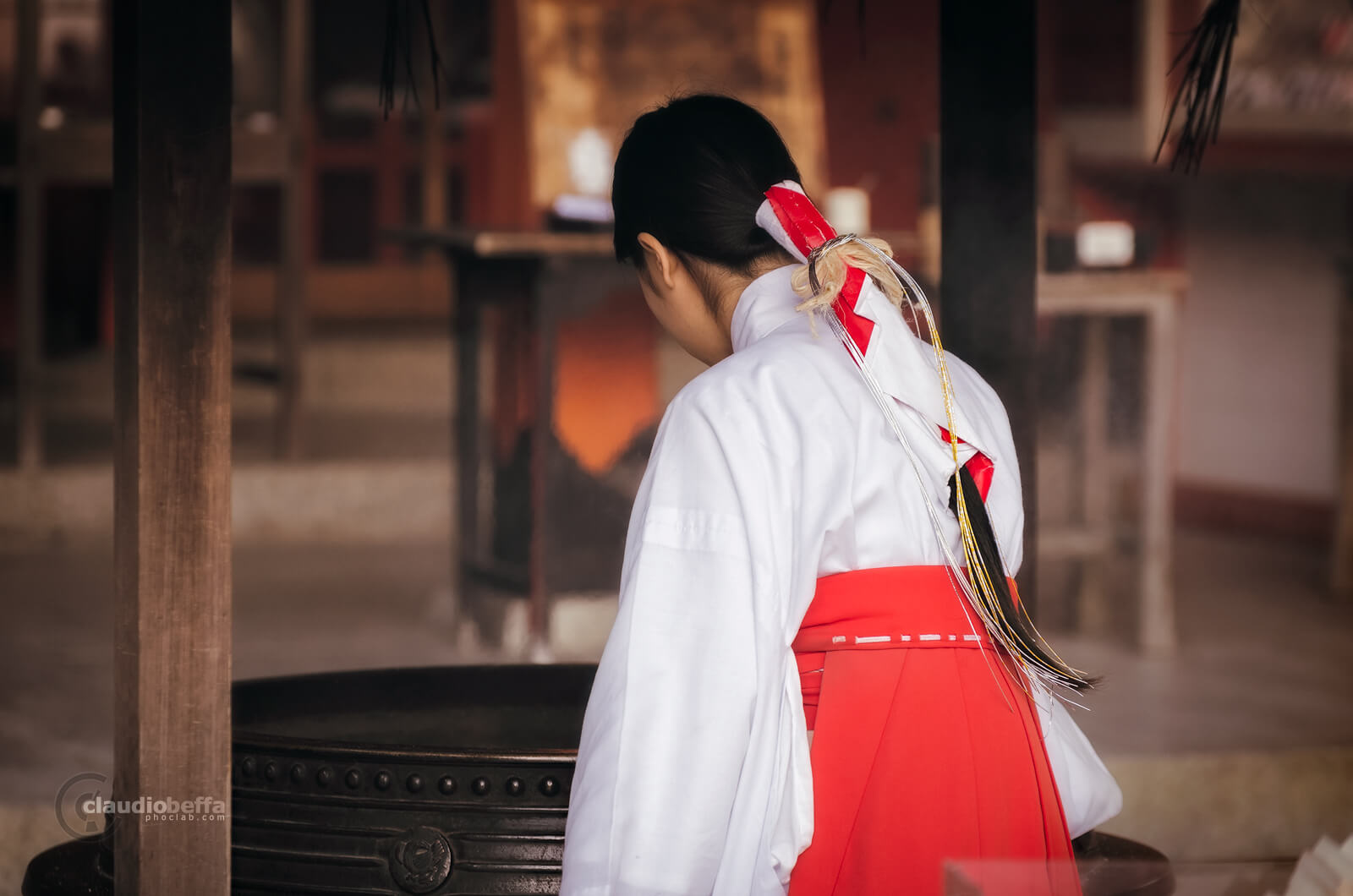 Miko, Miko of Nachi Taisha, Maiden, Priestess, Nachi Taisha, Shrine, Shinto, Culture, Tradition, Kii peninsula, Kumano, Japan