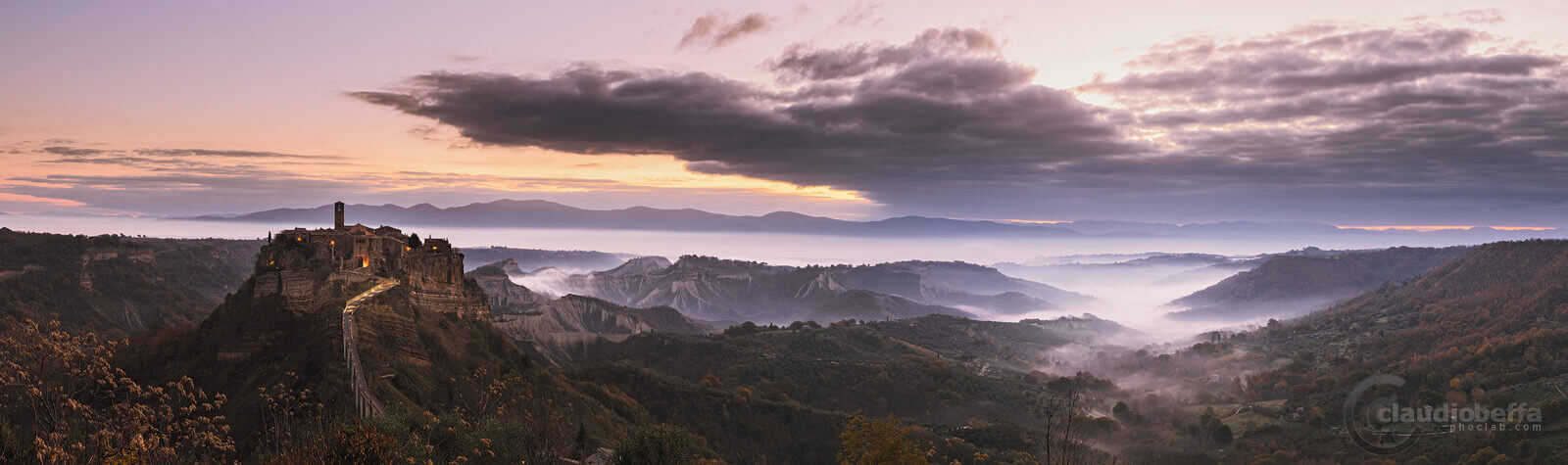 Sunrise, Civita di Bagnoregio, Dying town, Italy, Mist, Fog, Valley, Badlands, Mountains, Forests, Town, Clouds, Panorama