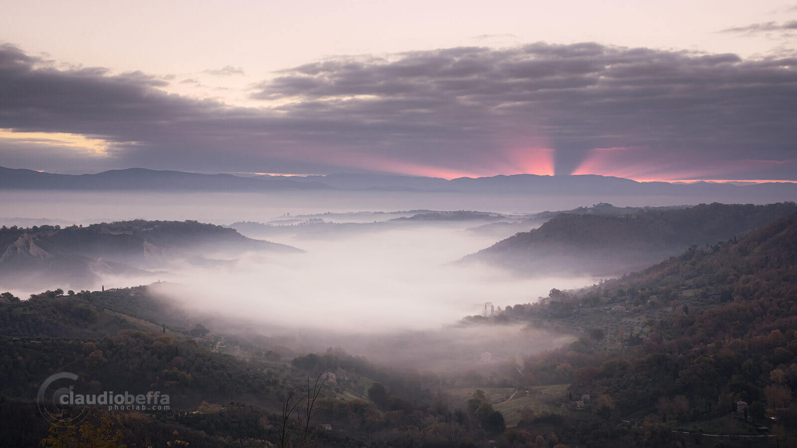 Sunrise, Fire and mist, Civita di Bagnoregio, Dying town, Italy, Mist, Fog, Valley, Badlands, Mountains, Forests, Town, Clouds, Light, Rays